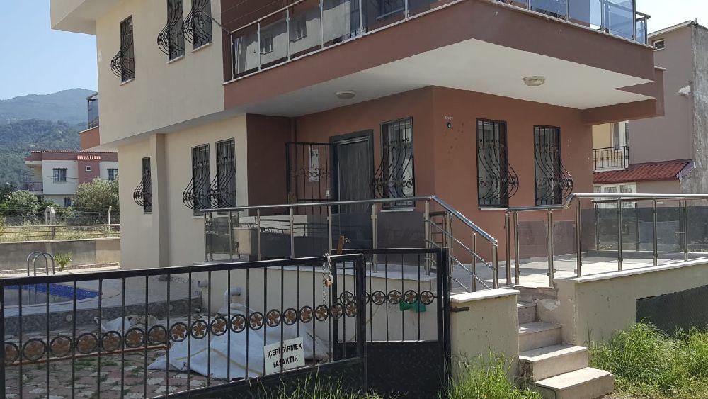 Konut 210 Villa Satılık Kuşadası Davutlar Merkezde Süper 5+1 Tripleks Vill