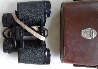 Temiz kullanılmış deri kılıfında Alman Avcı dürbün