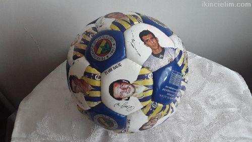 Fenerbahçe Futbolcularının Imza-Resımlerıyle Top