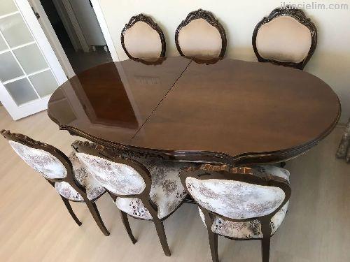 Yemek masası ve sandalyeler