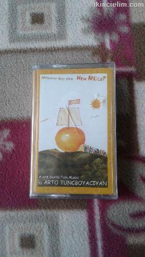 Arto Tunçboyacıyan-New Apricot Ambalajında