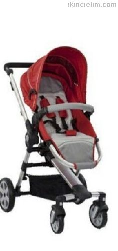 Kırmızı siyah bebek arabası
