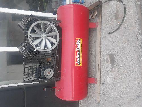 7.5 Kw 10 Beygir pistonlu kompresör