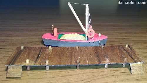 1/87 Ho İskeleye Bağlı Yük Teknesi