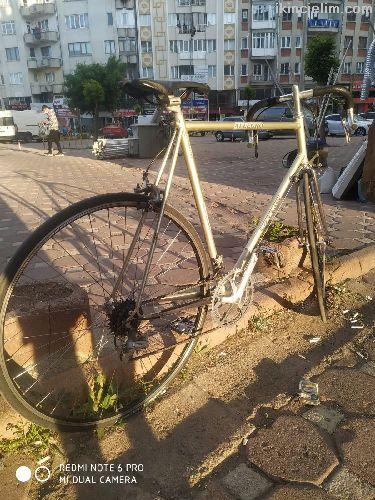 İtalyan yarış bisikleti