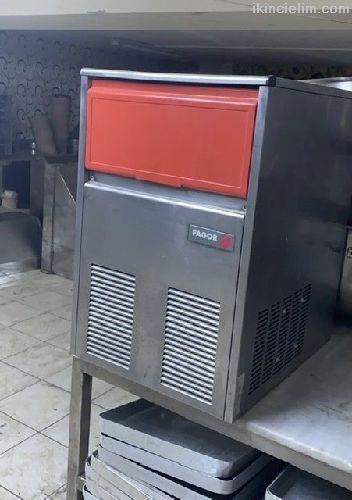 Buz makinası