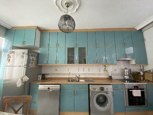 Temiz mutfak dolabı