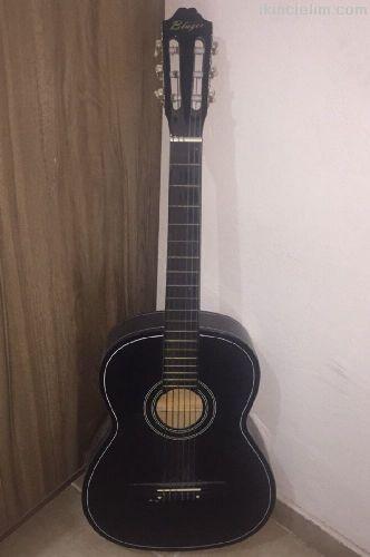 Gitar siyah
