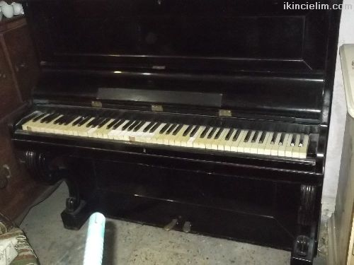 Antika ful çalışır durumda piyano