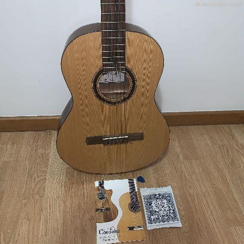 Cordoba sıfırdan farksız tertemiz klasik gitar